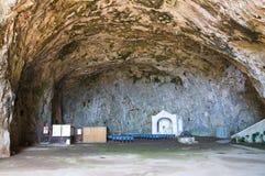 St. Maria della Grotta Sanctuary. Praia una yegua. Calabria. Italia. Imágenes de archivo libres de regalías