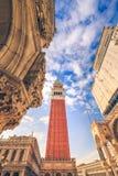 St Mark kwadrat Bell w Wenecja i wierza W?ochy obraz stock