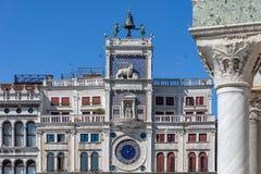 St Mark ` s zegar San Marco kwadrata piazza San Marco, Wenecja Zegarowy wierza piazza San Marco zdjęcia royalty free
