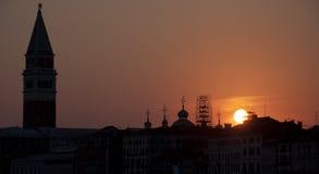 St markerar solnedgång Arkivfoton