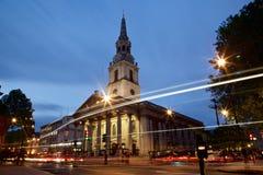 St Martin i fälten i London, vid natt Arkivfoton