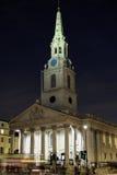 St Martin nei campi, Londra, Inghilterra, alla notte immagine stock