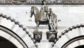 St Martin que divide seu revestimento em duas porções Fotografia de Stock Royalty Free
