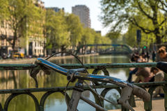 St- Martin` s Kanal-Frühlingsstimmung mit Fahrrad als Vordergrund stockbilder