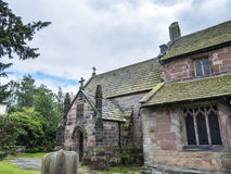 St Mary's教区教堂和校舍下面的Alderley的彻斯特 库存图片