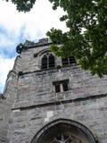 St Mary's Parochiekerk en Schoolgebouw in Onder- Alderley Cheshire Stock Fotografie