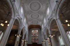 St Mary Aldermary Church in Watling-Straat, Stad van Londen met overladen pleisterplafond royalty-vrije stock foto