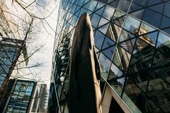 30 St Mary Axe aka le cornichon, sculpture a intitulé le ` de Laura de ` Photos stock