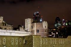 30 St Mary Axe en Toren van Londen Stock Afbeeldingen