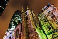 30 St Mary Axe in Londen, het UK, bij nacht Stock Afbeeldingen