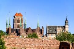St Mary Cathedral och fördärvar i Gdansk, Polen Arkivbilder