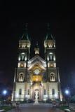 St Mary Church del milenio de la opinión de la noche en Timisoara, condado de Timis, Rumania Fotografía de archivo
