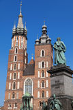 St. Mary Church und Adam Mickiewicz Monument Lizenzfreie Stockfotos