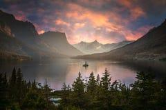 St Mary Lake al crepuscolo Fotografia Stock Libera da Diritti
