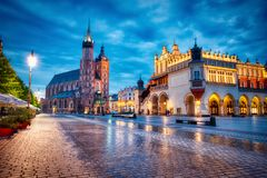 Free St. Mary`s Basilica On The Krakow Main Square At Dusk, Krakow Stock Photos - 162401783