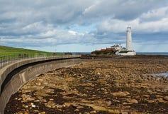 St marys vuurtoren op de Noordoostelijke Kust Stock Fotografie