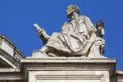 St Matthew sur la façade du sud de St Pauls Cathedral Image stock