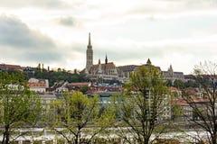 St Matthias kerk - mening van de andere bank van de Donau Royalty-vrije Stock Fotografie