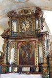 St Michael altare i kyrkan av St Michael i Vugrovec, Kroatien Arkivfoto
