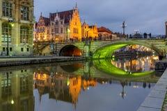 St Michael Bridge con luce verde, Gand, Belgio fotografia stock