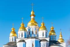 St Michael Gouden Overkoepeld Klooster, klassieke shinny, gouden koepels van de kathedraalkoepels van de kathedraal, de Oekraïne royalty-vrije stock afbeelding