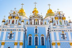 St Michael Gouden Overkoepeld Klooster, klassieke shinny, gouden koepels van de kathedraalkoepels van de kathedraal, de Oekraïne stock afbeelding