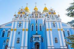 St Michael Gouden Overkoepeld Klooster, klassieke shinny, gouden koepels van de kathedraalkoepels van de kathedraal, de Oekraïne stock foto
