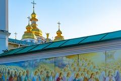 St Michael Gouden Overkoepeld Klooster, klassieke shinny, gouden koepels van de kathedraalkoepels van de kathedraal, de Oekraïne stock afbeeldingen