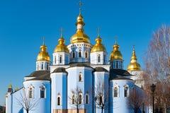 St Michael Gouden Overkoepeld Klooster, klassieke shinny, gouden koepels van de kathedraalkoepels van de kathedraal, de Oekraïne stock fotografie