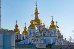 St Michael Gouden Overkoepeld Klooster, klassieke shinny, gouden koepels van de kathedraalkoepels van de kathedraal, de Oekra?ne royalty-vrije stock foto