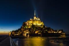 St- Michael` s Berg Mont Saint Michel bis zum Nacht Stockbilder