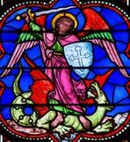 St Michael som dräpar Satan arkivfoton