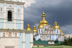 St Michaels Golden Domed Monastery em Kiev, Ucrânia fotografia de stock