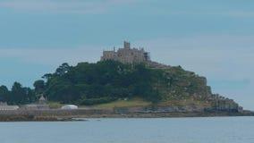 St Michaels Mount bij de kust van Marazion in Cornwall stock videobeelden