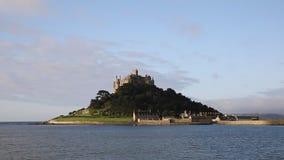 St Michaels Mount Cornwall England het UK middeleeuwse kasteel en kerk stock video