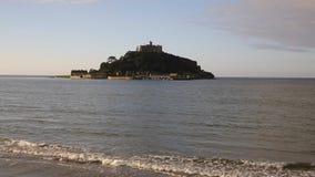 St Michaels Mount Marazion Cornwall England het UK middeleeuwse kasteel en kerk stock footage