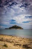 St Michaels Mount och stranden Arkivfoton
