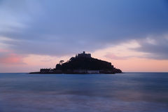 St Michaels Mount, på skymning Royaltyfria Foton