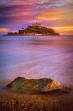 St Michaels Mount på solnedgången Arkivfoto