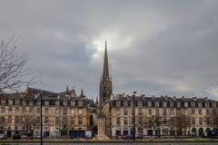 St Michel Basilica Basilique Saint Michel com sua torre icónica no centro da cidade do Bordéus foto de stock