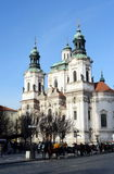 St mikulà ¡ Å ¡圣尼古拉斯教会教会在布拉格老镇中心  免版税库存照片