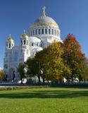 St navale Nicholas Cathedral nella città di Kronštadt La Russia immagine stock