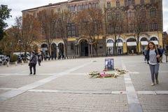 St Nedelya kwadrat w Sofia, Bułgaria po blasku świecy pomnika dla mordującego dziennikarza Wiktoria Marinova obraz royalty free