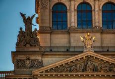 St?ng sig upp av nationellt museum arkivbilder