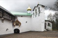 St. Nicholas Church des Pskov-Höhlenklosters Lizenzfreie Stockbilder