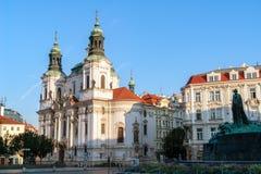 St Nicholas Church i den gamla staden av Prague royaltyfria foton