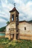 St Nicholas Church, lac Mavrovo, Macédoine Photographie stock libre de droits