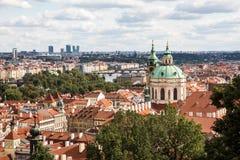 St Nicholas Church in Praag, Tsjechische Republiek stock foto's