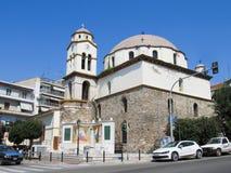 St Nicholas Church tussen Oude en Nieuwe Steden van Kavala Griekenland, Kavala - Sertember 10, 2014 royalty-vrije stock afbeeldingen