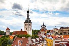 St Nicholas czerwieni i kościół dachy w Tallinn, Estonia Zdjęcia Royalty Free